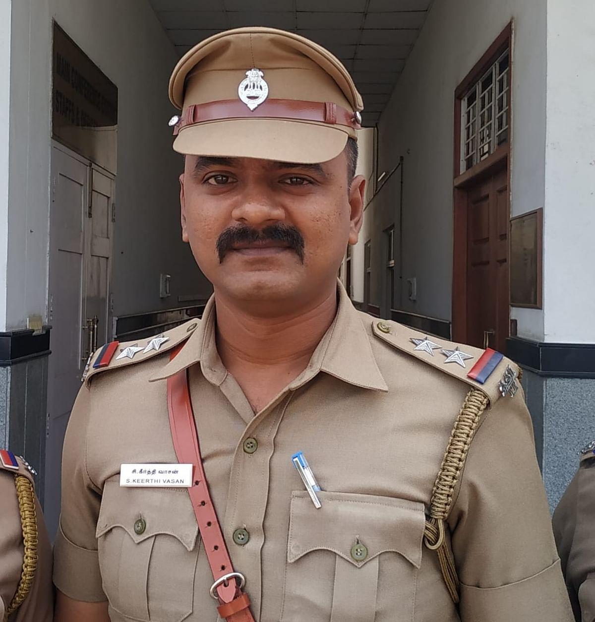 போலீஸ் எஸ்.ஐ கீர்த்தி வாசன்