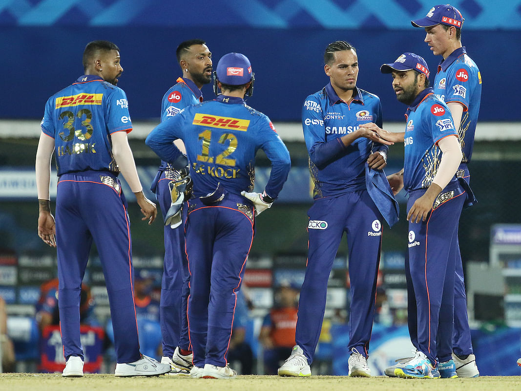 KKR v MI: 30 ஓவர்கள் சொதப்பி 10 ஓவர்களில் ஆட்டத்தை வென்ற மும்பை இந்தியன்ஸ்! | IPL 2021