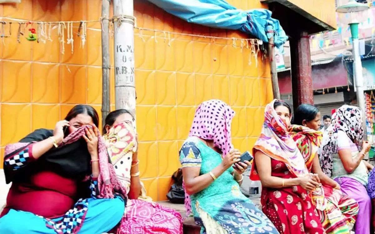 புனே: இரவு நேர பொதுமுடக்கத்தால் வாழ்வாதாரம் இழந்த 2,000 பாலியல் தொழிலாளர்கள்!