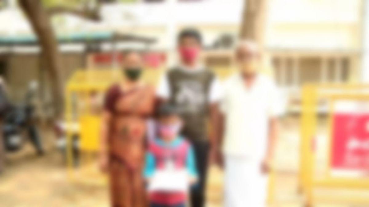 தாத்தா - பாட்டியுடன் எஸ்.பி அலுவலகத்துக்குப் புகார் கொடுக்க வந்த குழந்தைகள்