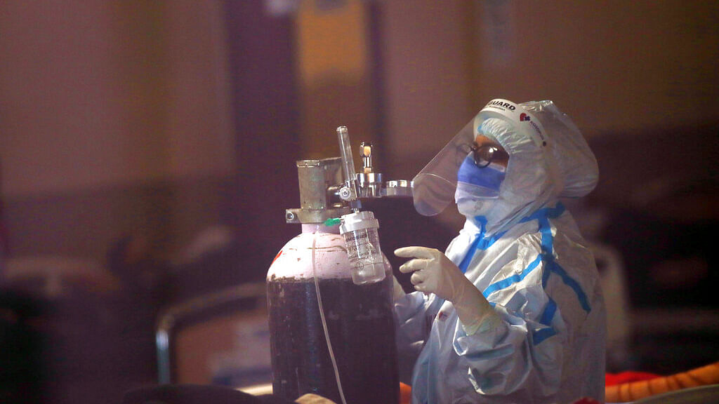 A health worker fixes an oxygen cylinder