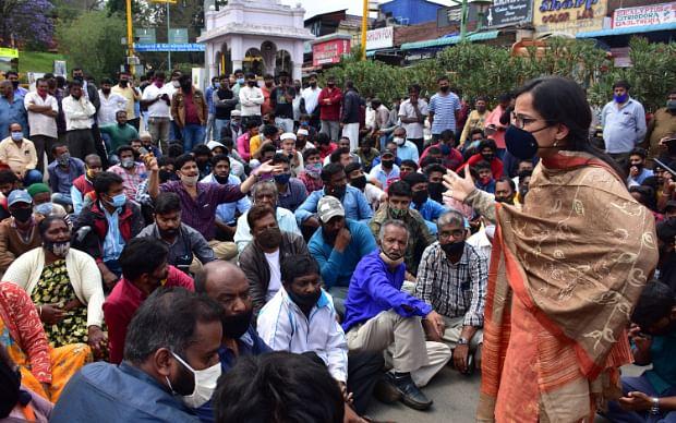 நீலகிரி:  `ஒரு வருஷமா ஒரு பொழப்பும் இல்லை..!' - சுற்றுலாப்பயணிகள் வரத் தடையால் கலங்கும் வணிகர்கள்