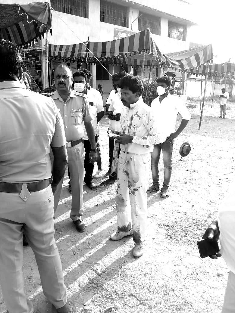 வாக்குச்சாவடியில் எம்.ஜி.ஆர் விஸ்வநாதன்
