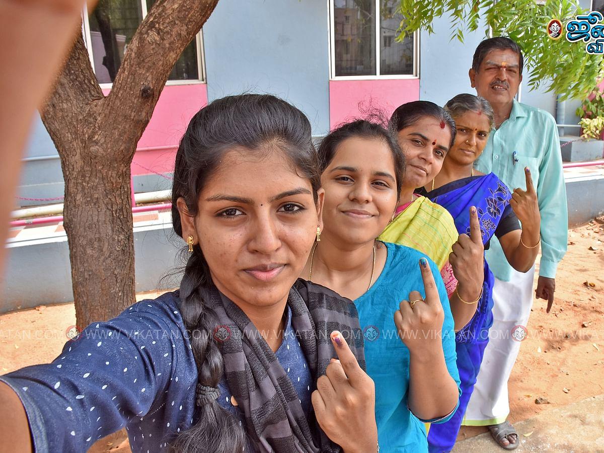 தமிழகம் மற்றும் புதுச்சேரியில் நடைபெற்ற வாக்குப்பதிவின் புகைப்படத் தொகுப்பு #Election2021