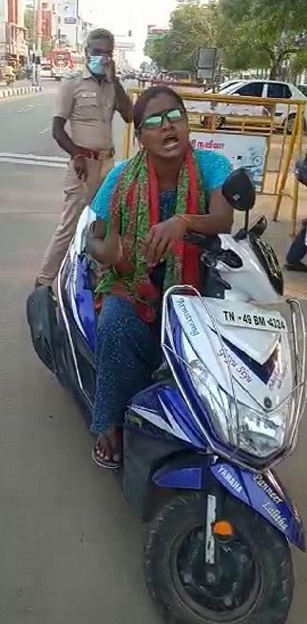 இளம் பெண் நந்தினி