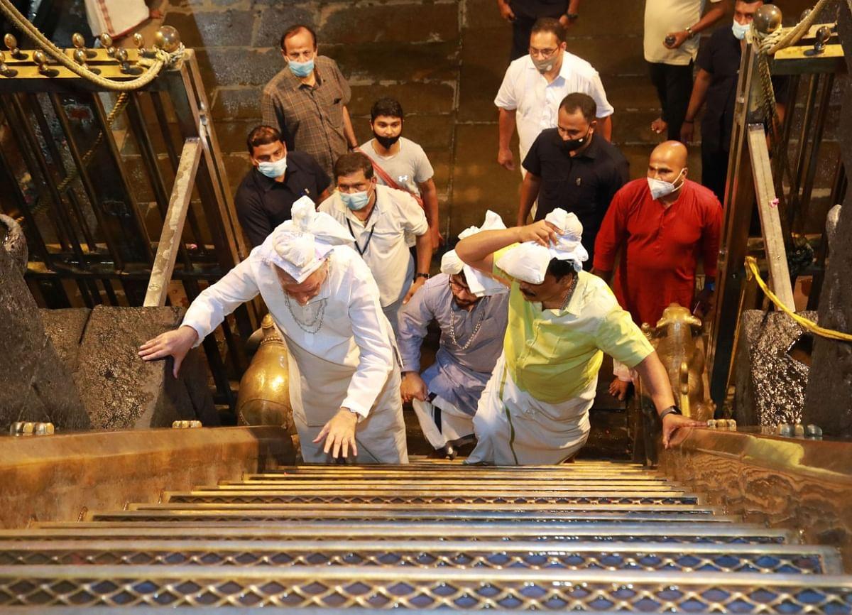 பதினெட்டாம் படி ஏறும் கவர்னர் ஆரிஃப் முகமது கான்