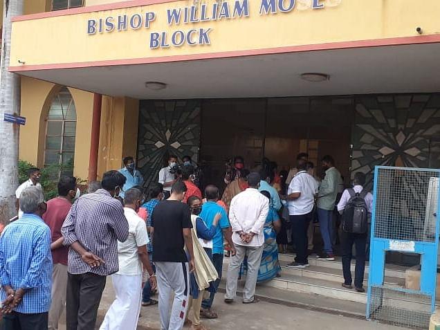 வாக்குச் சாவடிகளில் பாதுகாப்பு நடவடிக்கை எப்படி இருக்கிறது?! #VikatanPollResults