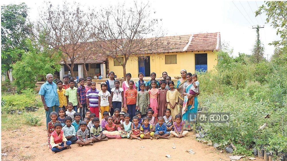 மாணவர்களுடன் மூலிகைப் பள்ளி