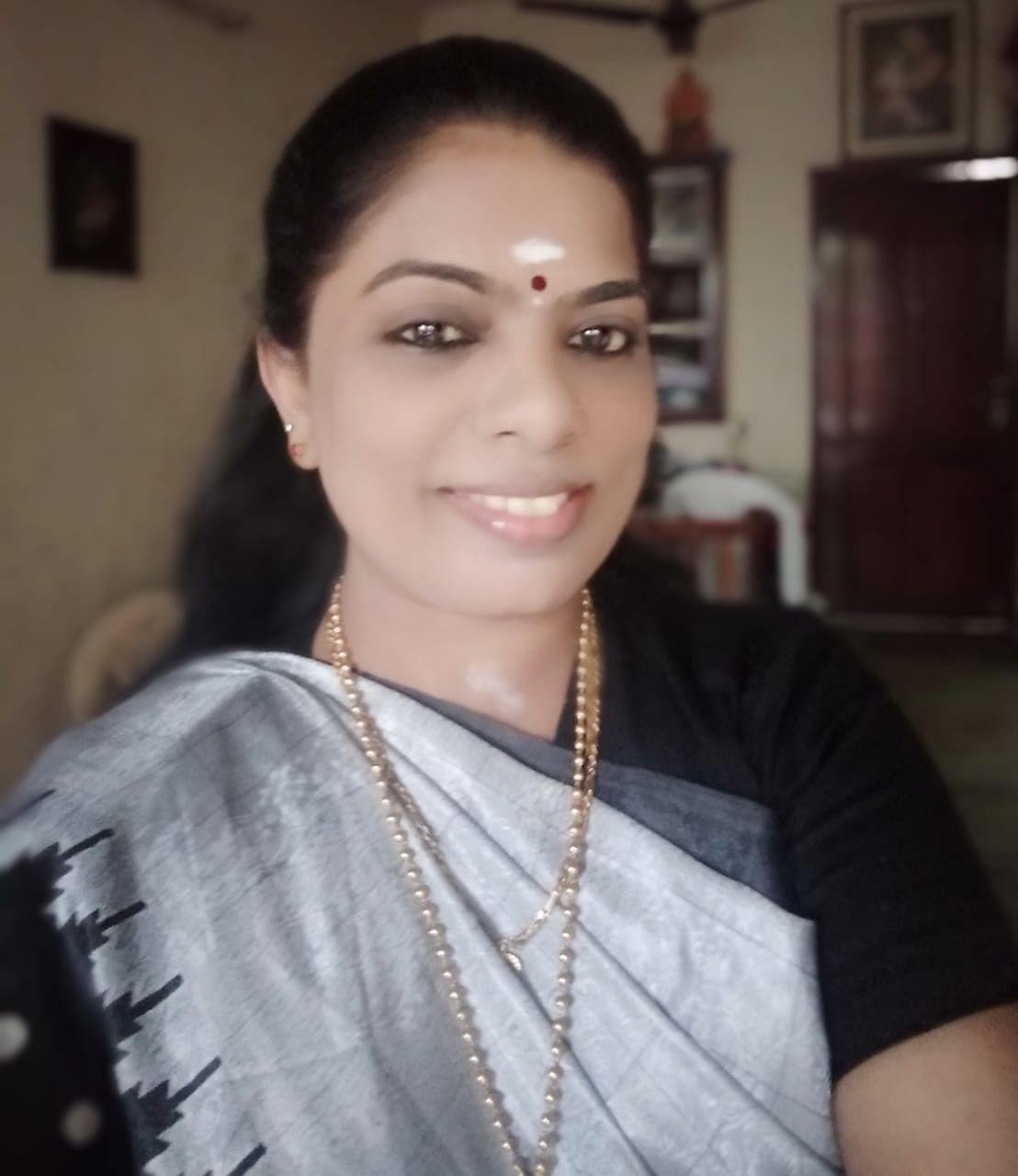 அ.தி.மு.க செய்தித் தொடர்பாளர் சிவசங்கரி