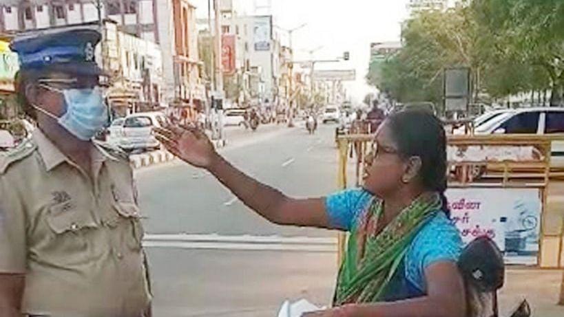போலீஸிடம் வாக்குவாதம் செய்யும் இளம்பெண்