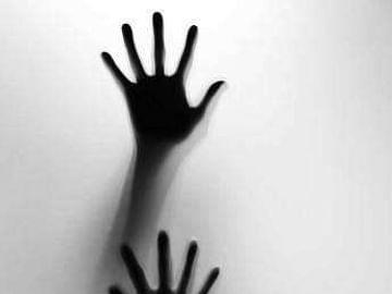 கடலூர்: `மதுபோதை... பணத் தேவை' - கணவனின் உதவியோடு நண்பர்களால் மனைவிக்கு நேர்ந்த கொடூரம்