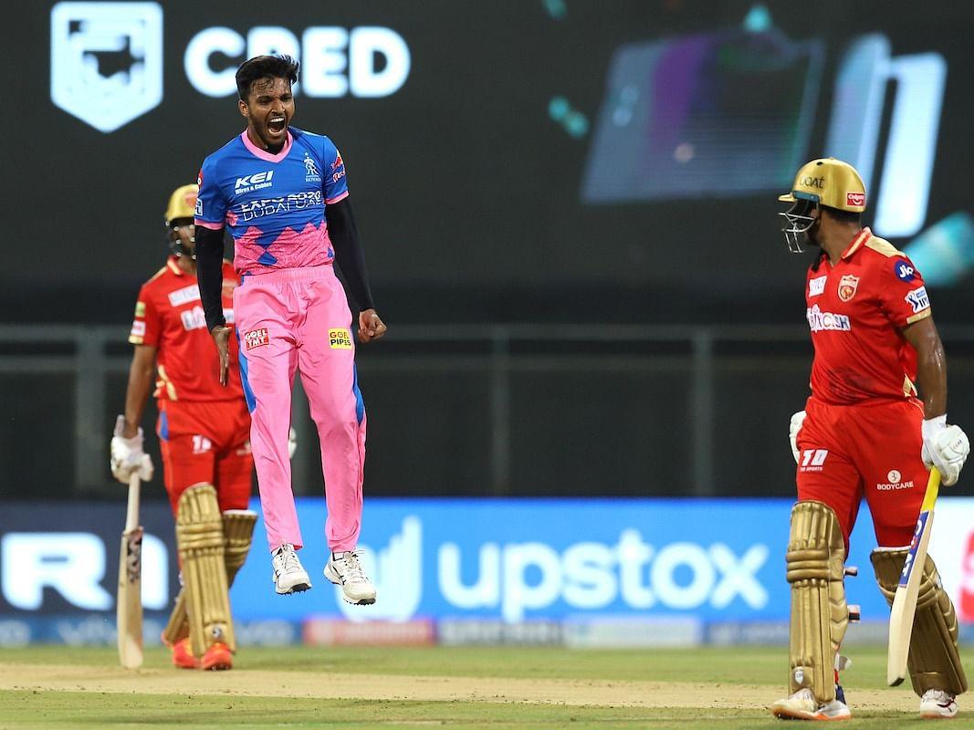 IPL 2021 : தம்பியின் தற்கொலை, கொடூர வறுமை, தீவிர மன அழுத்தம்... சேத்தன் சக்காரியாவின் கதை தெரியுமா?!