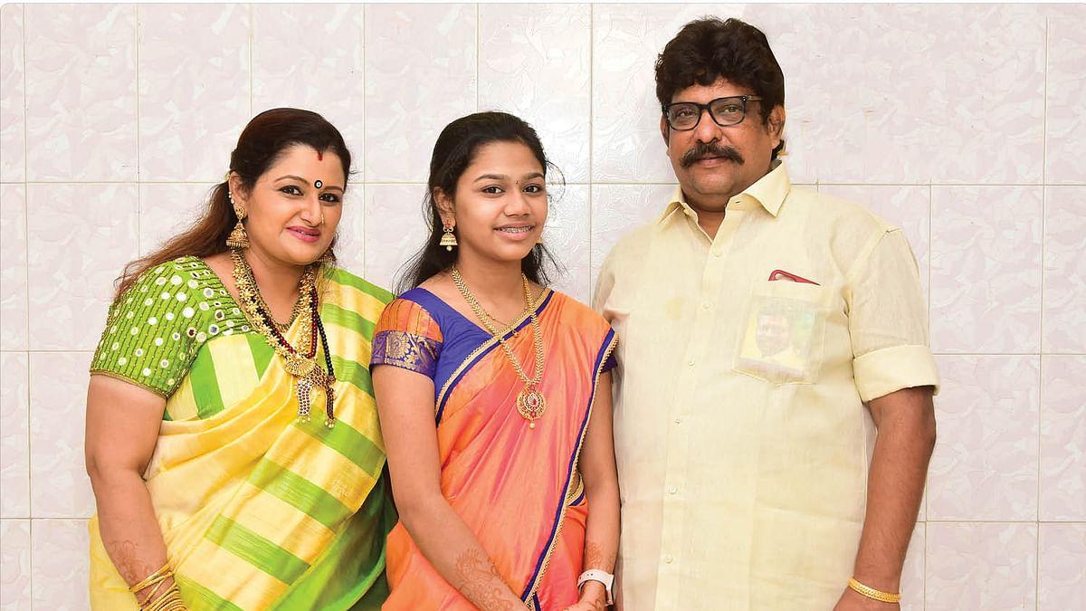 குடும்பத்துடன் டாக்டர் ஷர்மிளா