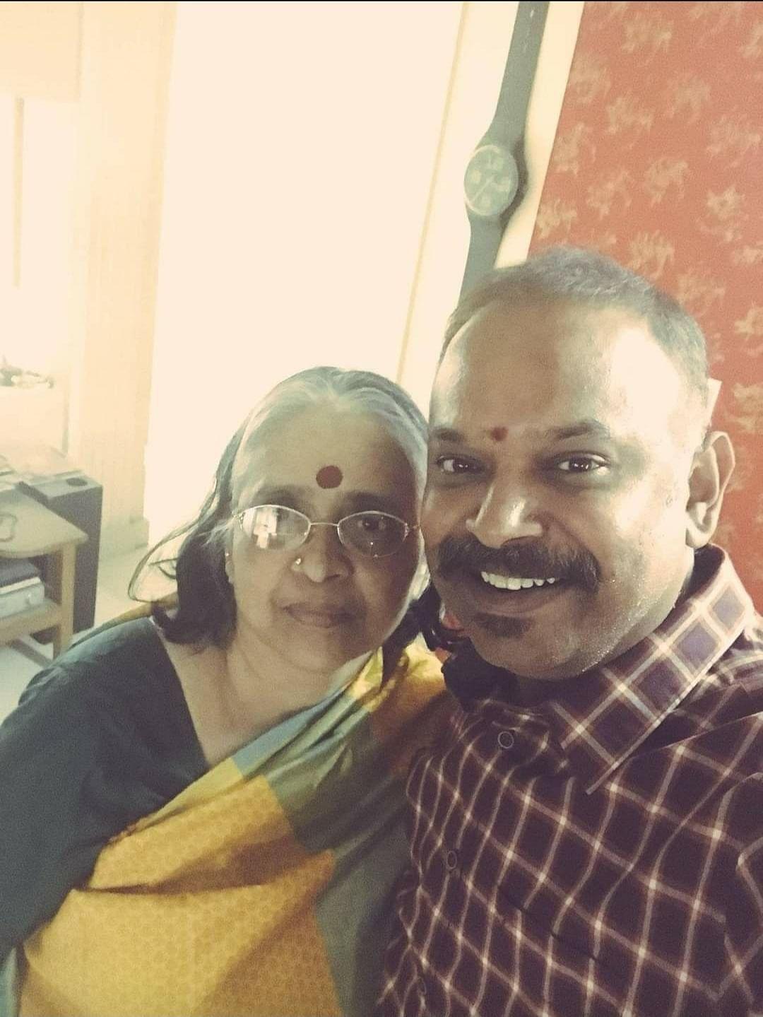 அம்மாவுடன் வெங்கட் பிரபு