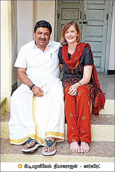 மனைவியுடன் பி.டி.ஆர்.தியாகராஜன்