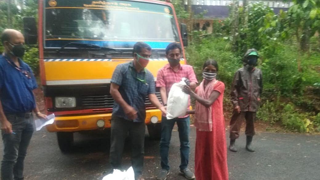 உதவிக்கரம் நீட்டிய மாவட்ட நிர்வாகம்