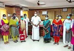 செவிலியர்களுடன் எம்.எல்.ஏ முத்துராஜா