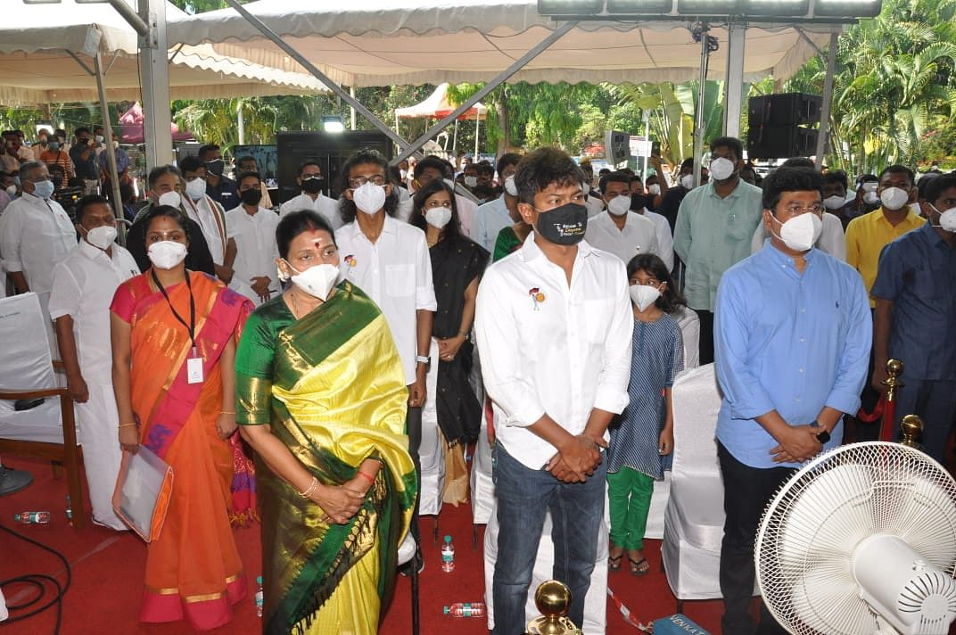 முதலமைச்சர் பதவியேற்பு விழாவில் துர்கா ஸ்டாலின், உதயநிதி
