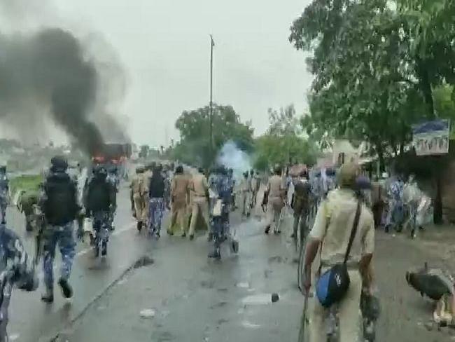 மேற்குவங்கம்: தேர்தல் முடிவுகளால் வெடித்த மோதல்; 14 பேர் பலி! - பதற்றமான சூழலில் பதவியேற்ற மம்தா