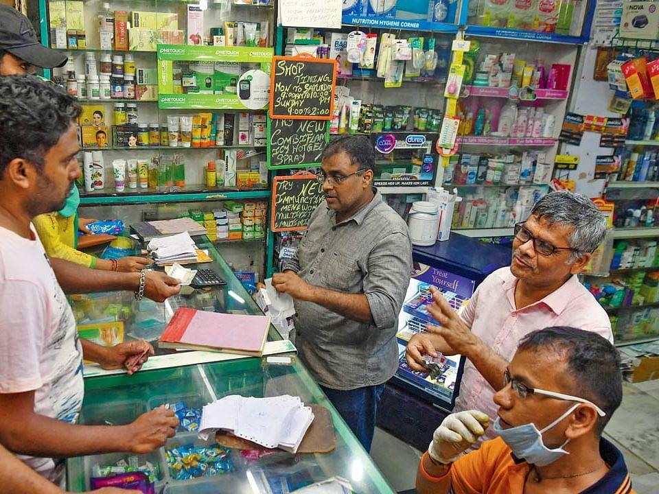 மகாராஷ்டிரா: `காலி பாட்டில்களில் போலி ரெம்டெசிவிர் மருந்து!' -பேரிடரிலும் ஆதாயம் தேடும் விஷமிகள்