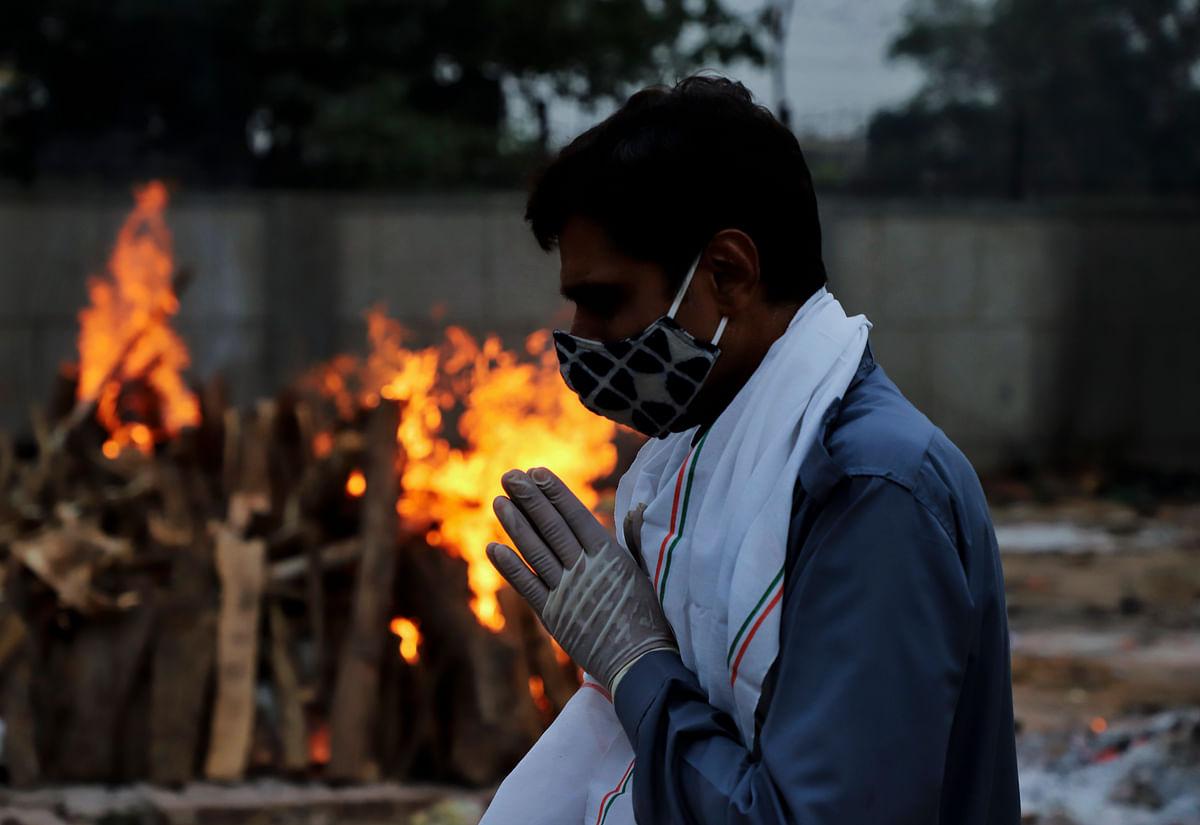 ''கொரோனாவால் தினமும் 25,000 இந்தியர்கள் உயிரிழக்கிறார்கள்'' - மோடி அரசு மரணங்களை மறைக்கிறதா?!