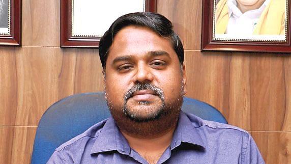 எம்.பி செந்தில்குமார்
