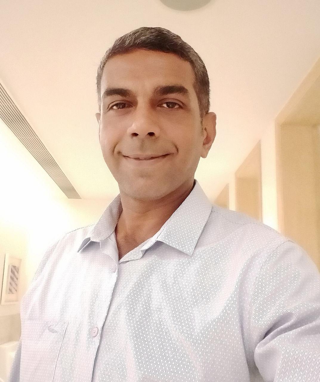 தீபக் நம்பியார்