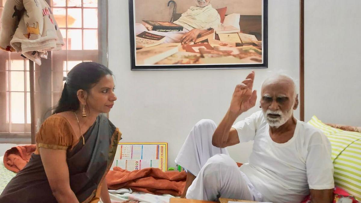 எழுத்தாளர் கி.ரா-வுடன் கவிஞர் குட்டி ரேவதி