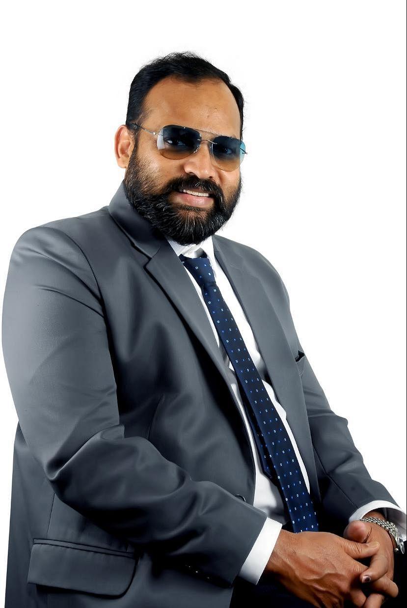 தயாரிப்பாளர் ஆதம்பாவா