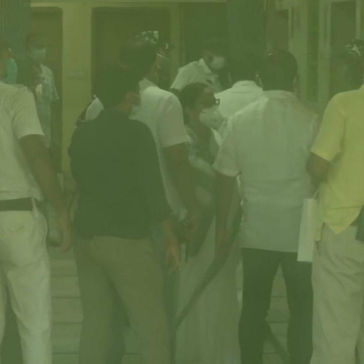 சி.பி.ஐ அலுவலகத்தில் மம்தா