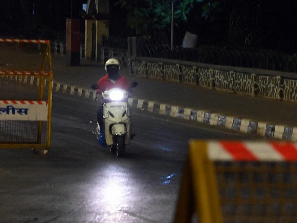 மகாராஷ்டிரா: குறையும் தொற்று; ஆனால் அதிகரிக்கும் பலி - ஜூன் 1 வரை ஊரடங்கு நீட்டிப்பு