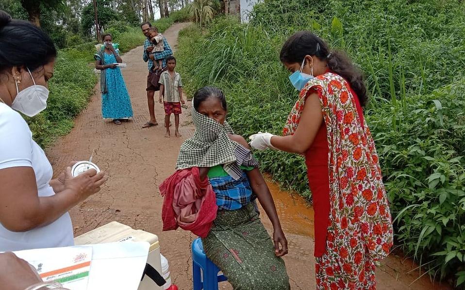 நீலகிரி: பழங்குடிகளுக்கு 100% தடுப்பூசி; இலக்கை எட்டிய முதல் மாவட்டம்!