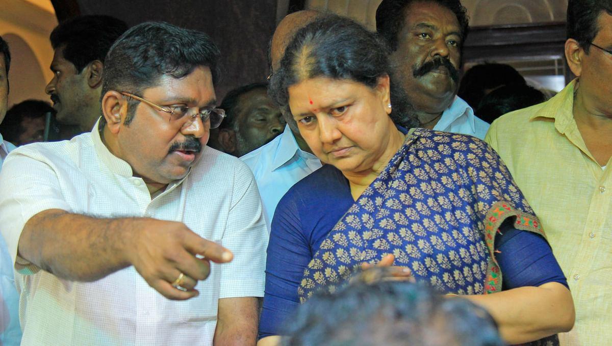 தினகரன் - சசிகலா