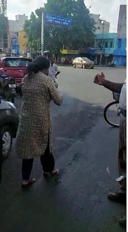 சென்னை: ரோட்டில் போலீஸாருடன் வாக்குவாதத்தில் ஈடுபட்ட பெண் வழக்கறிஞர் - 6 பிரிவுகளின் கீழ் வழக்கு