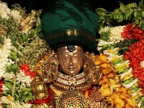 மதுரை மீனாட்சி அம்மன் கோயில் தாழம்பூ குங்குமத்தில் அப்படி என்ன விசேஷம்?