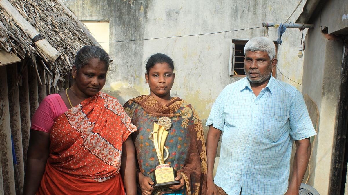 பாரா ஜூடோ வீராங்கனை மகேஸ்வரி பெற்றோருடன்