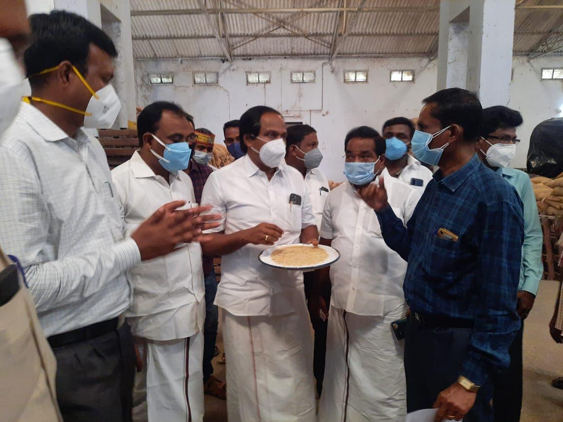 கோணம் அரிசி குடோனில் ஆய்வு செய்யும் அமைச்சர் மனோ தங்கராஜ்