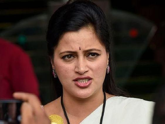 மகாராஷ்டிரா: 'போலிச் சாதிச் சான்றிதழ் விவகாரம்; பெண் எம்.பி-க்கு ரூ.2 லட்சம் அபராதம்!'