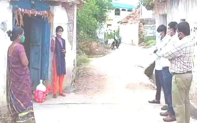 `நீ மட்டும் சந்தோஷமா இருக்கியா?' - மருமகளை கட்டிப்பிடித்து கொரோனாவைப் பரப்பிய மாமியார்
