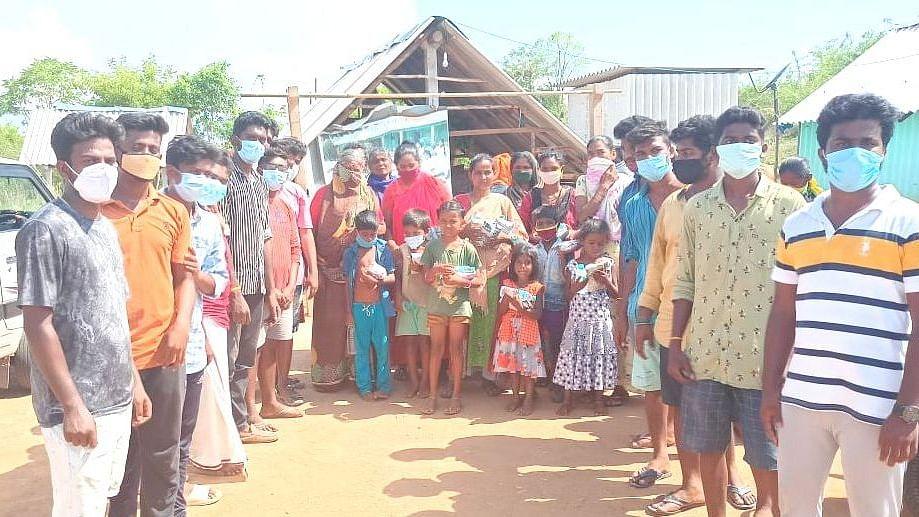 உதவிக்கரம் நீட்டிய வெங்கடதாம்பட்டி இளைஞர்கள்