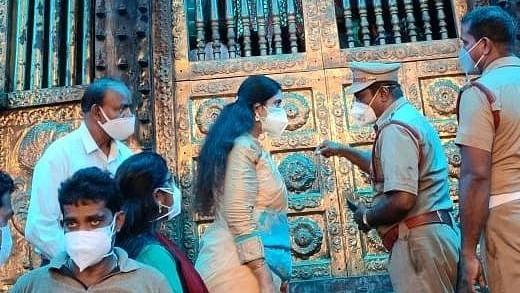 மண்டைக்காடு பகவதி அம்மன் கோயிலில் விஜயதரணி