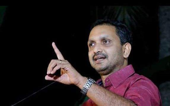 கொரோனா: `கேரள மக்களை பினராயி அரசு கொலை செய்கிறது!' - கொதித்த பாஜக தலைவர் சுரேந்திரன்