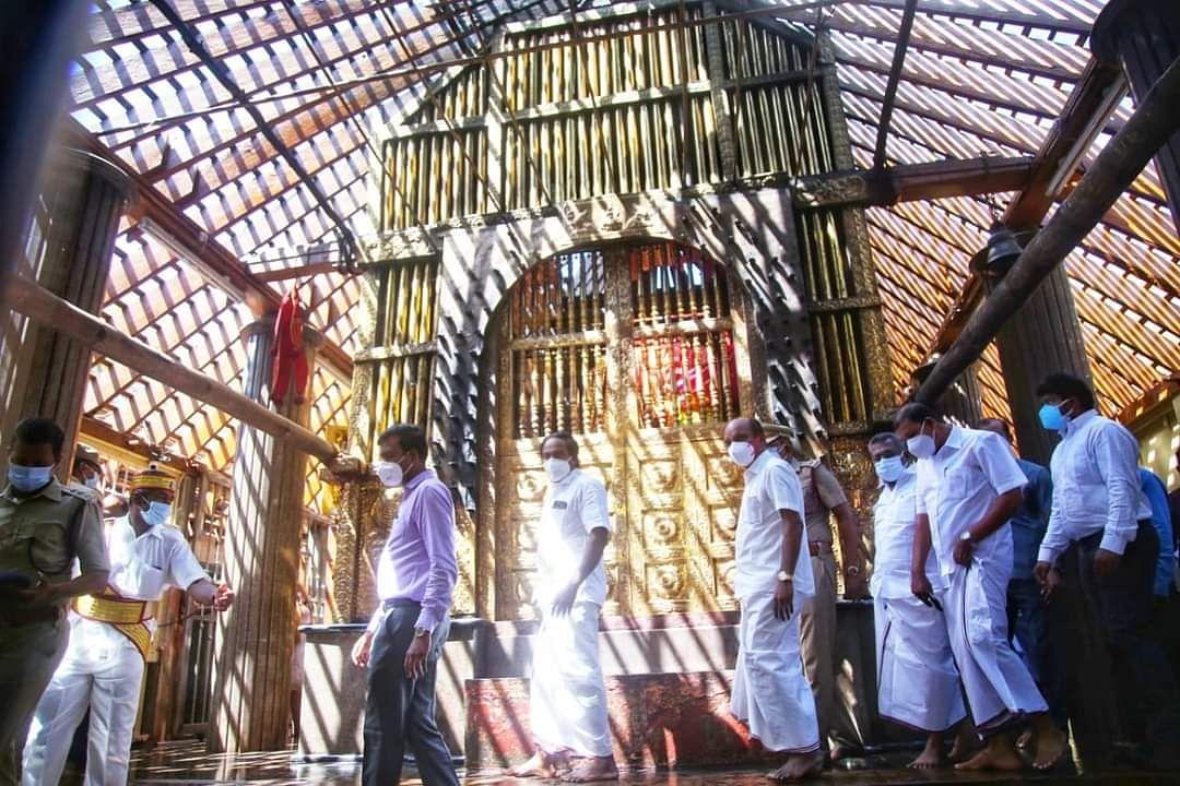 தீ விபத்தை பார்வையிடும் அமைச்சர் மனோதங்கராஜ், கலெக்டர் அரவிந்த்