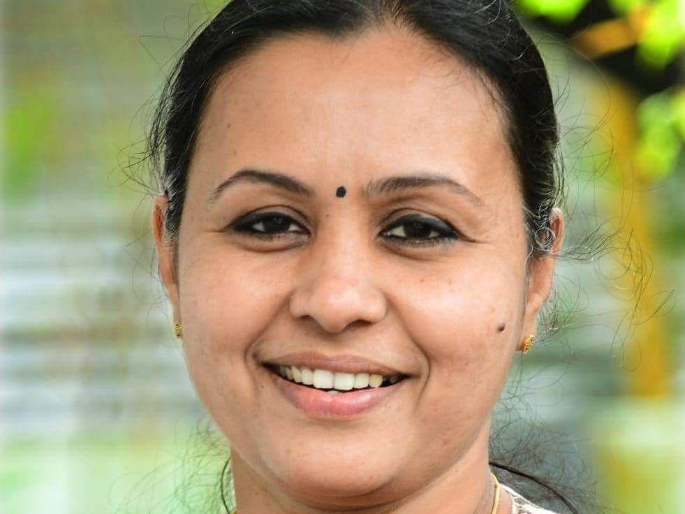 கேரளா: கொரோனாவால் பெற்றோரை இழந்த 74 குழந்தைகள்! நிதி உதவிக்கான அரசாணை வெளியிட்ட அரசு!