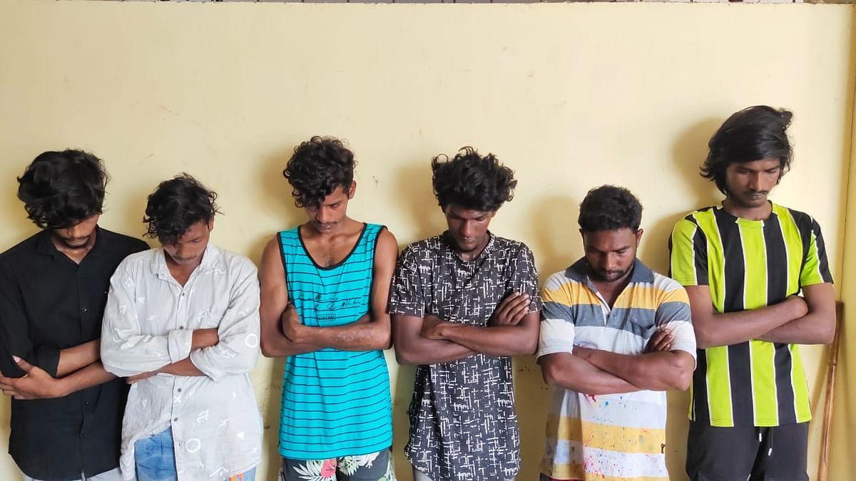 கேக்கைக் கத்தியால் வெட்டிய புகாரில் கைதானவர்கள்
