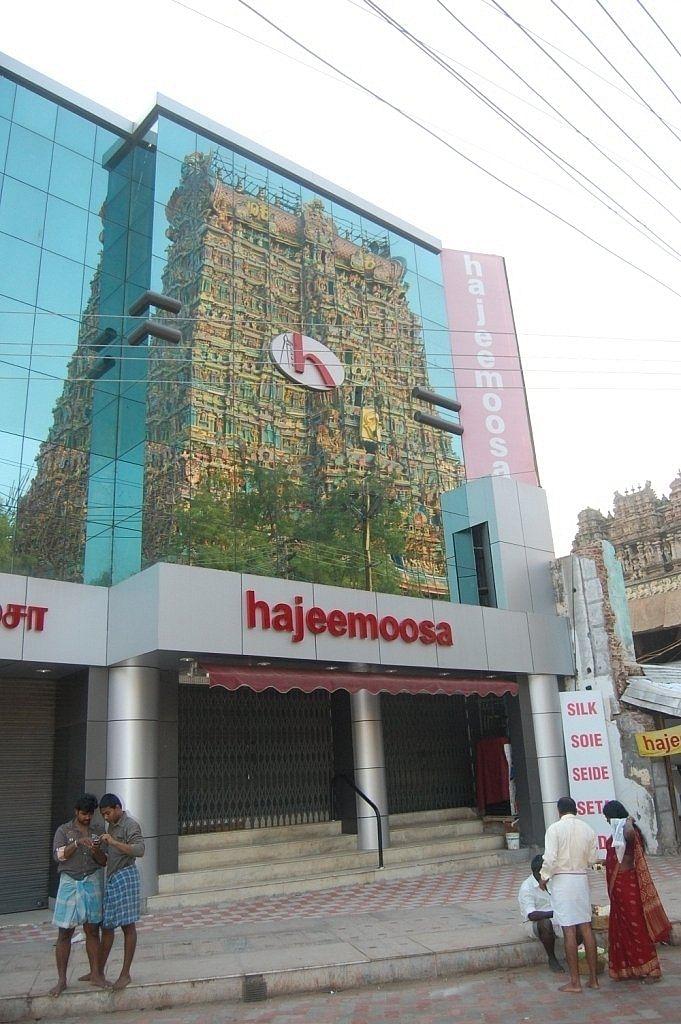கீழச்சித்திரை வீதி ஹாஜீமூசா ஜவுளி கடை அல்ல கடல்