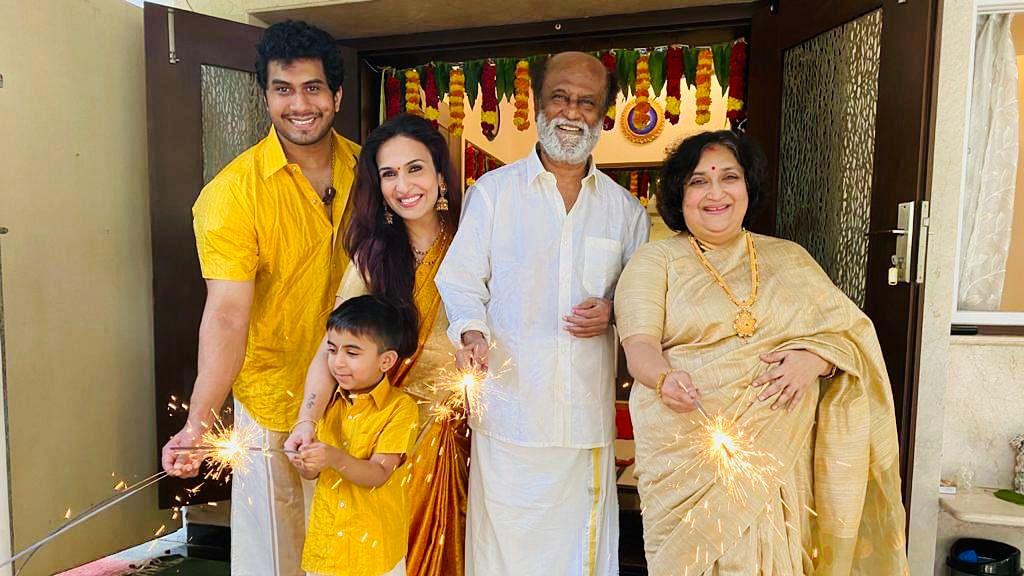 ரஜினி - லதா ரஜினி மற்றும் செளந்தர்யா தனது குடும்பத்துடன்!