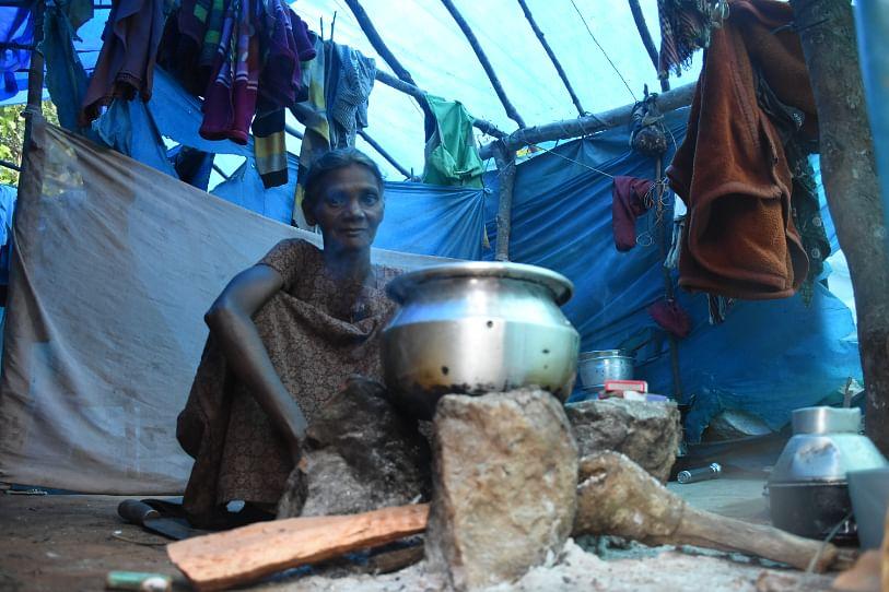 'சாலை வசதியற்ற பழங்குடியின கிராமத்துக்குள் ஒரு பயணம்' #VikatanPhotoStory