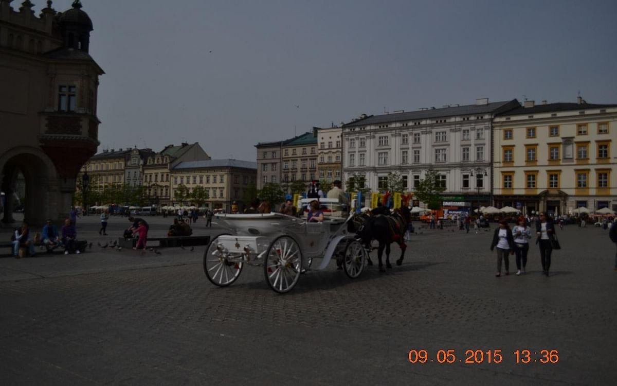 "Market Square in Krakow – (24 என்கிற படத்தின் சூரியா மற்றும் சமந்தா ""அழகியே"" பாடல் முற்றிலும் இங்குதான் எடுக்கப்பட்டது, நான் இருந்தபோது)"