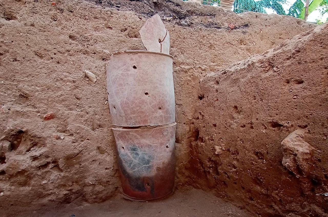 அகழாய்வில் கண்டுபிடிக்கப்பட்ட 4 அடுக்கு சுடுமண் குழாய்